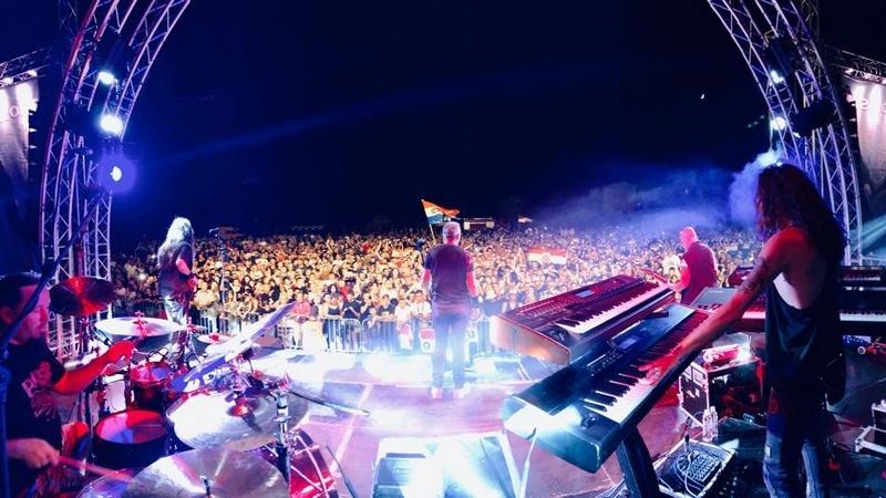 Thompson održao koncert na nogometnom igralištu u Baškoj Vodi